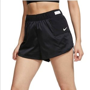 ✔️ NWT✔️ NIKE Tempo Lux running shorts ~ S
